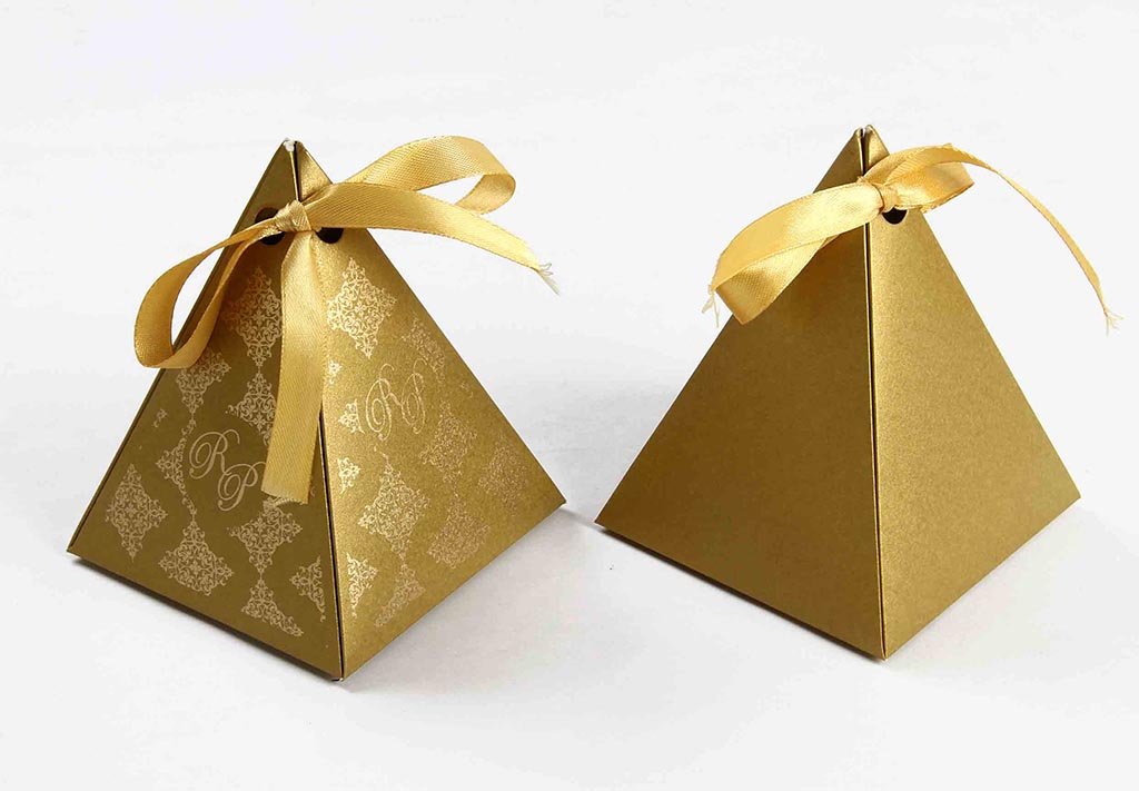 Triangular Wedding Party Favor Box In Golden Color