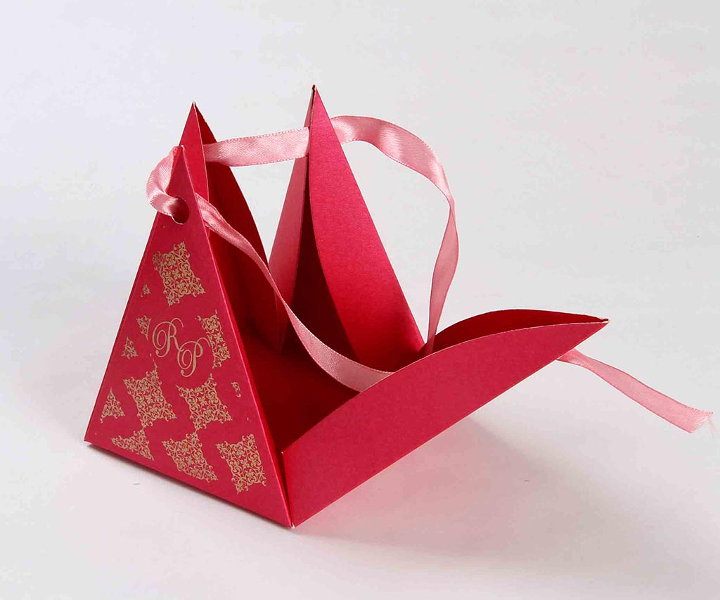 Triangular Wedding Party Favor Box in Pink Color