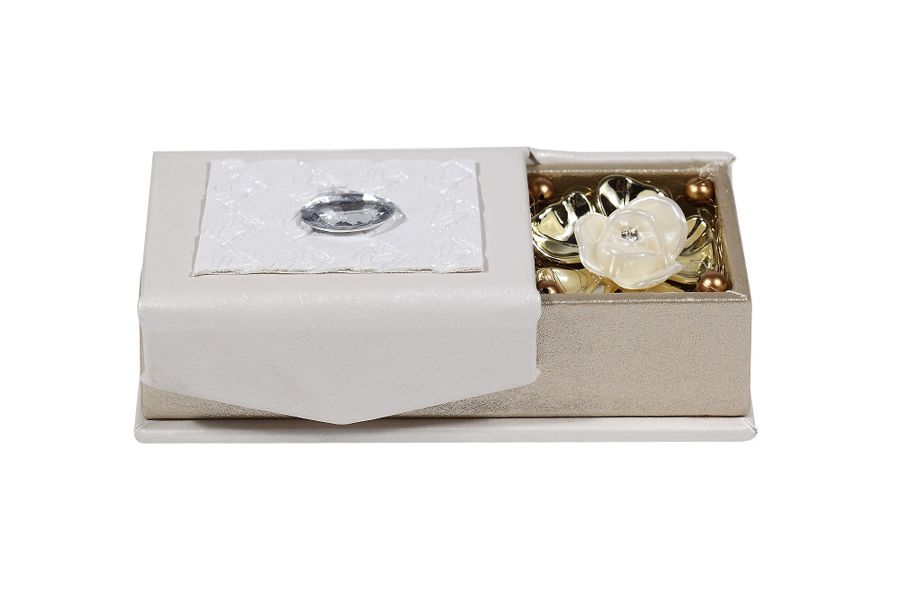 Wedding Favor Boxes White : Wedding favor shagun box in white and golden with rose design