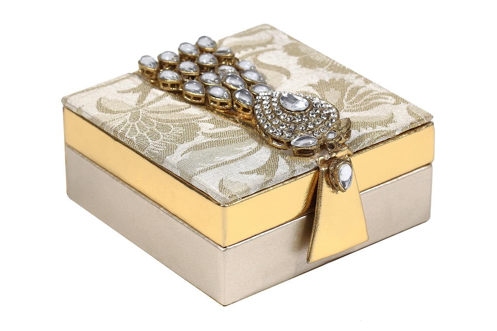 Wedding favor shagun box with golden kundan accessory for Wedding invitation boxes online india