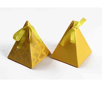 Triangular Wedding Pa..